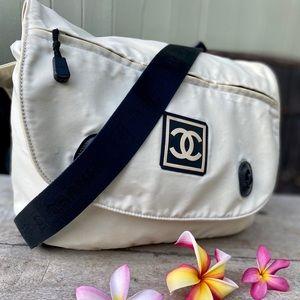 Authentic Chanel messenger Large Bag🧜🏼♀️